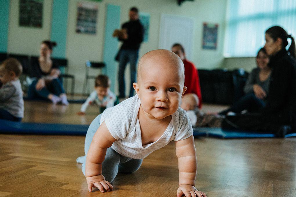 Sensobryki – zajęcia senso-ruchowe dla dzieci w wieku 0,5 – 12 miesięcy.               Zajęcia rozpoczynają się 9 października.
