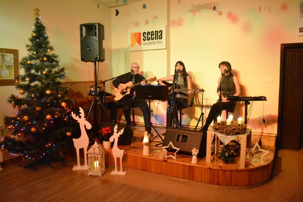 Koncert kolęd i pastorałek w wykonaniu zespołu FAMILIARIS